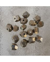 Pyriet kralen facet nuggets 7 mm, per 10 stuks